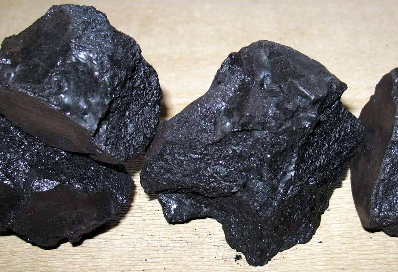 artists materials - asphaltum and bitumen